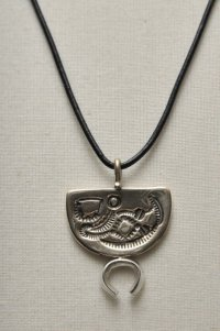 "HACKNEY CARRIERS ""OTTER PENDANT"""